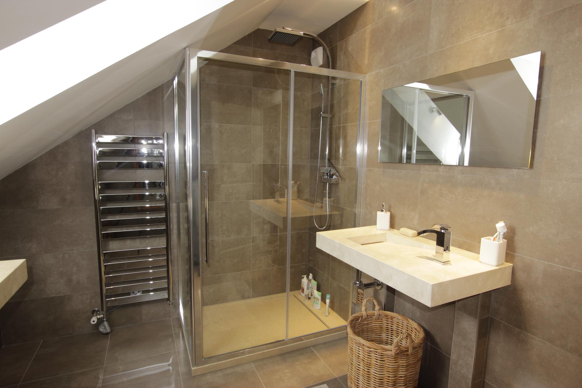 Salle de bain chez particulier jou plomberie chauffage for Plomberie salle de bain conseil