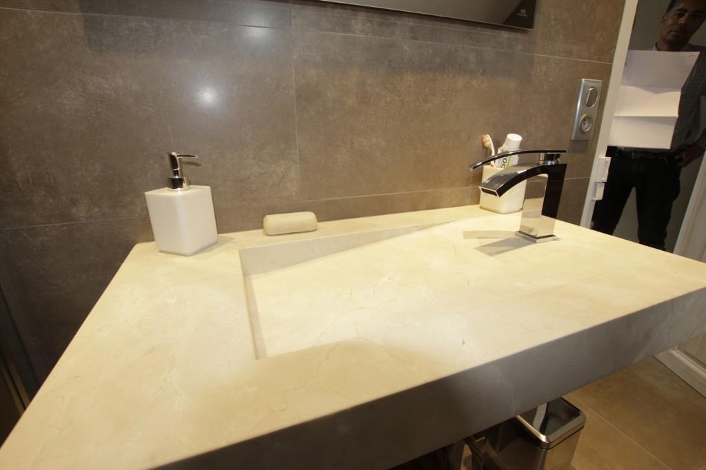 Lavabo en marbre Porcelanosa et mitigeur NOKEN