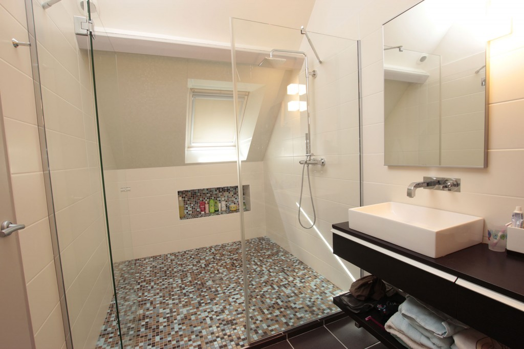 Sanitaire et chauffage jou plomberie chauffage for Salle de bain moderne avec douche italienne